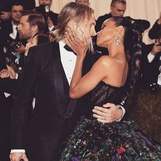 Gold stars to these celebrity couples: Not only did they bring their fashion A game to the 2016 Met Gala red carpet, but they're also giving us serious relationship goals. Here, all of the hottest couples on the red carpet this year. Hot Couples, Famous Couples, Celebrity Couples, Celebrity Style, Power Couples, Met Gala Red Carpet, Stylish Couple, Dressed To The Nines, Fashion Couple