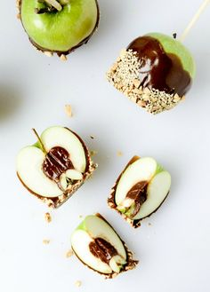 These Chocolate Peanut Butter Fudge Stuffed Caramel Apples can get a little messy! When making these tasty treats, use parchment paper to keep your kitchen clean!