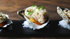 Ostriche in tempura con purea di albicocca, da abbinare al #Montepulciano Cerasuolo Valentini  http://winedharma.com/it/dharmag/febbraio-2014/montepulciano-dabruzzo-cerasuolo-2012-cantina-valentini-la-degustazione-di-un-