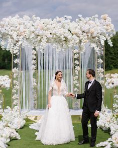 Top 10 Luxury Wedding Venues to Hold a 5 Star Wedding - Love It All Star Wedding, Wedding Stage, Wedding Guest Book, Wedding Events, Weddings, Wedding Altars, Wedding Ceremony Flowers, Wedding Ceremony Decorations, Wedding Arches