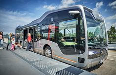 What Mercedes-Benz urban public transport will look like in the future, a semi-automated city bus with CityPilot. The Mercedes-Benz Self-driving Future Bus… Mercedes Benz Bus, Bus City, E Mobility, Future Transportation, Der Bus, Futuristic Design, Bus Driver, Camping Car, Bus Stop