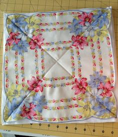 This is my first tutorial and my first multi-size handkerchief rag quilt. I usually collect hankies until I have enough of the same size. Quilting Tutorials, Quilting Projects, Sewing Projects, Quilting Ideas, Fabric Crafts, Sewing Crafts, Handkerchief Crafts, Vintage Quilts, Vintage Linen