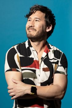Choosing Natural Dyes To Get Mark Fischbach New Hairstyle Pewdiepie, Mark And Ethan, Handsome Male Models, Septiplier, T Shirt And Shorts, Popular Videos, Best Youtubers, Celebs, Celebrities