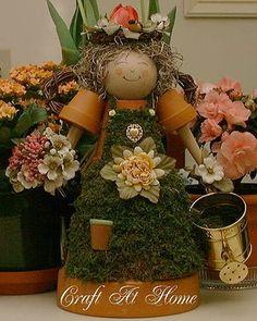 Bloempot tuinmeisje met mos