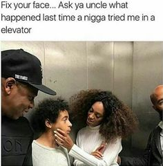 Jay Z & Solange Reunite On Elevator That awkward yet hilarious moment when Auntie Tina posts Jay Z & Solange in an elevator again, quickly realizes it's a not-very-good idea an… Funny Black Memes, Stupid Funny Memes, Funny Relatable Memes, Funny Tweets, Funny Facts, Haha Funny, Hilarious, Funny Shit, Funny Quotes