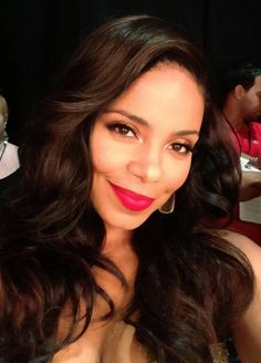 I'm just loving the way Sanaa Lathan has her hair, this is a great look on her. Very classy and sexy.