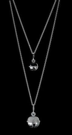 Qeelin, Le joaillier chinois accroche plusieurs grelots en diamants sur un collier en or blanc. bijoux musicaux
