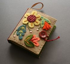 felt needle book - I want to have a felt craft night with the girls! (This is also on a great blog with tutorial!)