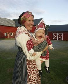 Beautiful reconstructed dress from Orkdal, Norway Folk Costume, Costume Dress, Costumes, Norwegian People, Child Smile, Bridal Crown, My Heritage, Mothers Love, Mother And Child