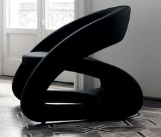 The monochromatic shade of black and the organic line used in this chair make it simplisitc and harmonious.