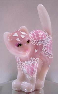 Fenton Scaredy Cat Rosalene Pink Glass with Pink White Heart Doilies OOAK Pink Love, Pretty In Pink, Fenton Glassware, Fenton Lamps, Vintage Glassware, Glass Figurines, Glass Animals, Everything Pink, Carnival Glass