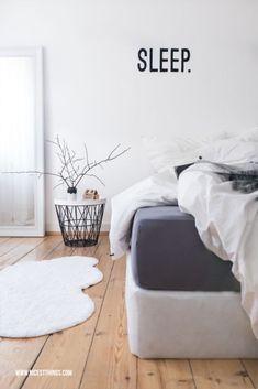 Schlafzimmer Boxspringbett Weiß Grau Nordisch Graue Wand Schlafzimmer,  Einrichtungsideen Schlafzimmer, Schlafzimmer Einrichten, Skandinavisches