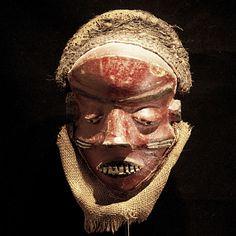 Nu in de #Catawiki veilingen: African Tribal MBUYA in KATUNDU style Female Pende Mask. Democratic Republic Congo.