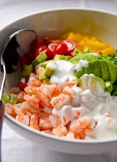 Yummy and light! Creamy Shrimp Salad with Avocado. About 160 calories a serving. Healthy Snacks, Healthy Eating, Healthy Recipes, I Love Food, Good Food, Seafood Recipes, Cooking Recipes, Recipes Dinner, Shrimp Salad