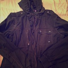 bc9273ce42701 Shop Women s Oakley size XL Jackets   Coats at a discounted price at  Poshmark. Description  Great condition