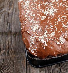 Veganmisjonen: Mørk sjokoladekake i langpanne Vegan Recipes, Vegan Food, Pudding, Bread, Baking, Desserts, Tailgate Desserts, Deserts, Veggie Food