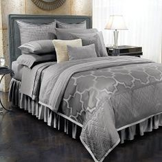 These Jennifer Lopez bedding coordinates channel vintage glamour. The metallic fabric lends a retro look to your bedroom decor. Make a chic statement using these Old Hollywood bedding coordinates.