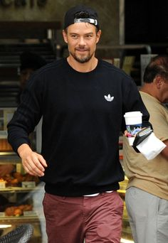 Pin for Later: The Weekend's Must-See Snaps! Java Time Josh Duhamel was on the move in LA's Brentwood neighborhood on Thursday.