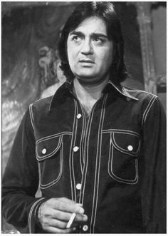 Remembering Sunil Dutt on his birth anniversary. Sunil Dutt June 1930 – 25 May born Balraj Dutt, was a movie actor, producer, director, and politician. Bollywood Photos, Bollywood Stars, Sunil Dutt, Colorful Birthday Party, Film Icon, Vintage Bollywood, Indian Movies, Celebs, Celebrities