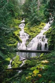 Olo'upena Falls, Molokai, Hawaii
