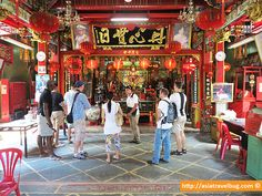 Learning about the history of Bangkok at Guan Wu shrine | by Asiatravelbug on an Expique Tour
