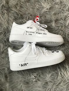 Mens Custom Air Force 1 with Off White design, complete with Red safety tag. Nike Tick removed and hand sewn on. All U.K sizes available. Message size when purchased. Shipped Worldwide.