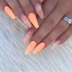 The popular trend of peach acrylic nail art designs are rising, becoming one of the most fashionable artificial nails. Peach acrylic nails come in handy when you& tired of all the bare and bold hues that are popular today. In addition, when you Peach Acrylic Nails, Peach Nails, Cute Acrylic Nails, Acrylic Art, Acrylic Nails For Summer Glitter, Peach Nail Art, Cuffin Nails, Swag Nails, Shiny Nails