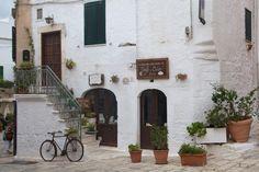 """Mit Anidenkt auf einem Roadtrip durch Apulien. Begeistert schreibt sie von der """"weißen Stadt"""" Ostuni."""