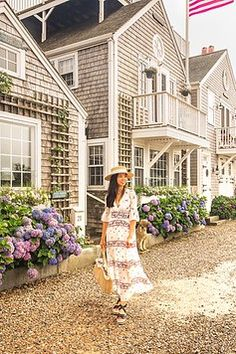 10 Incredible Things to Do in Nantucket – New England's Most Charming Escape! the best nantucket travel guide covering everything to see, do and eat! nantucket island, nantucket travel tips, visit massachusetts, new england Nantucket Style Homes, Nantucket Home, Nantucket Island, Coastal Style, Boston Vacation, Boston Travel, New England Travel, New England Style, Nantucket Massachusetts