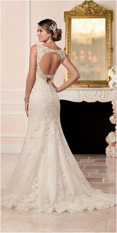 200+ Luxurious Open Back Wedding Dresses For Spring https://bridalore.com/2017/03/02/200-luxurious-open-back-wedding-dresses-for-spring/ #luxuryvanitory