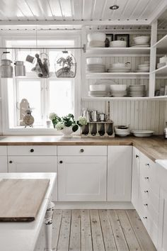 Me encantan las cocinas nórdicas,  tan espaciosas y acogedoras    L a acertada utilización de tonos suaves, combinado con la madera y el ...