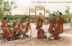 ANNAM - HUE - Les Musiciens du Roi à la répétition