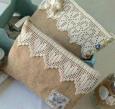 Zip pouches -- burlap and lace Burlap Projects, Burlap Crafts, Fabric Crafts, Sewing Projects, Sewing Patterns, Crochet Patterns, Crochet Clutch, Patchwork Bags, Fabric Bags