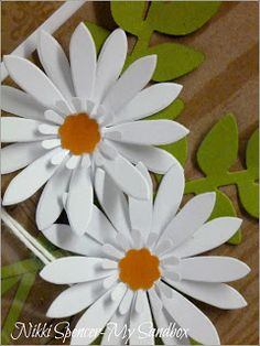 My Sandbox: Just Add Ink Nikki Spencer / Gänseblümchen-Set White Paper Flowers, Diy Flowers, Flower Paper, Vintage Mason Jars, Scrapbook Cards, Scrapbooking, Candy Cards, Flower Center, Scrapbook Embellishments