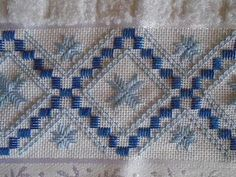 Types Of Embroidery, Learn Embroidery, Embroidery Patterns, Hand Embroidery, Monks Cloth, Crochet Doily Patterns, Doilies Crochet, Swedish Weaving, Drawn Thread