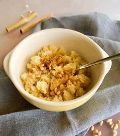 πολίτικος σιμιγδαλένιος χαλβάς με γάλα - νηστίσιμος - Pandespani.com Risotto, Oatmeal, Breakfast, Ethnic Recipes, Food, The Oatmeal, Morning Coffee, Rolled Oats, Essen