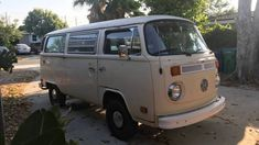 Volkswagen Type 2 Microbus Camping Van USA Craigslist Classifieds Ads - 1979 VW Bus Camper For Sale in Atlantic Beach, FL. Vw Bus T2, Volkswagen Type 2, Bus Camper, Atlantic Beach Fl, Vans Usa, Camper Van Conversion Diy, Campers For Sale, Camper Interior, Van Camping