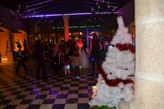 Por supuesto, en esta época del año, un árbol de Navidad no puede faltar. Palaces, Xmas