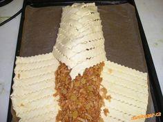 Pletený jablečný závin | Mimibazar.cz Dairy, Food And Drink, Bread, Cheese, Brot, Baking, Breads, Buns