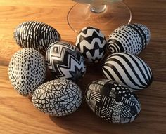 Egg Crafts, Happy Easter, Painted Rocks, Wood Projects, Easter Eggs, Doodles, Holiday Decor, Pattern, Lettering