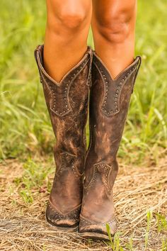Cute and Rustic!! I love it and so would my sister :) #CowgirlBoots #Sexycowgirlboots