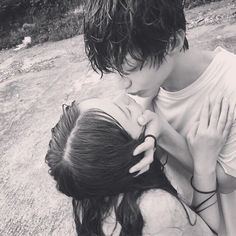 Ulzzang couples shared by ✿𝐑𝐨𝐰𝐞𝐧𝐚 𝐑𝐚𝐯𝐞𝐧𝐜𝐥𝐚𝐰✿ on We Heart It Kids Kiss, Kids In Love, Love Scenes, Korean Couple, Ulzzang Couple, Avatar Couple, Interesting Faces, Hopeless Romantic, Couple Pictures