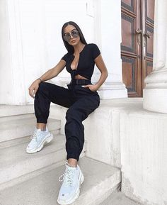 black cargo pants and belt Mode Outfits, Trendy Outfits, Summer Outfits, Girl Outfits, Fashion Outfits, Womens Fashion, Fashion Goth, Girl Fashion, Mode Streetwear