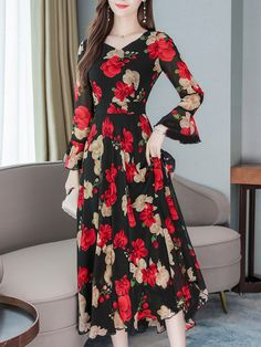 Abaya Fashion, Fashion Dresses, Muslim Long Dress, Korean Dress, Long Summer Dresses, Chiffon Gown, Pattern Fashion, Chic Outfits, Korean Fashion