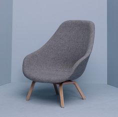 About a Lounge Chair High – AAL 93 de HAY