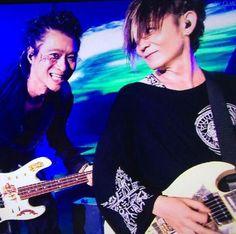VAMPS L to R JUKEN (bass) KAZ (guitar)