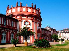 Habt ihr Lust auf Erholung in Schlossambiente? Dann könnte das 3-Sterne #Hotel am Schloss Biebrich in #Wiesbaden das Richtige für euch sein. Für das Doppelzimmer zu zweit zahlt ihr nur 39 Euro und Frühstück könnt ihr vor Ort für nur 9,50 Euro pro Person hinzubuchen.