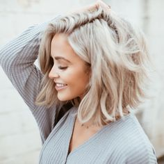25 Beste kurze bis mittlere Frisuren für feines Haar 25 Melhores penteados curtos a médios para cabelos finos Frisuren Medium Short Haircuts, Short Bob Hairstyles, Blonde Long Bob Hairstyles, Cute Medium Hairstyles, Hairstyles Short Hair, Fine Hair Haircuts, Short Blunt Haircut, Fashion Hairstyles, Hairstyles 2016