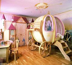 Okay, seriously, what little girl would not want a room like this? Heck, I want a room like this!! If I were rich and had a little girl, her room would be just like that! =)