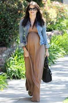 Jenna Dewan-Tatum's maternity style was cool, comfortable and chic, and we're showing you how to get her look with flowy maxi dresses and denim or chambray. Cute Maternity Outfits, Stylish Maternity, Maternity Wear, Maternity Dresses, Summer Maternity, Maternity Styles, Maxi Dresses, Pregnancy Fashion Dresses, Celebrity Maternity Fashion